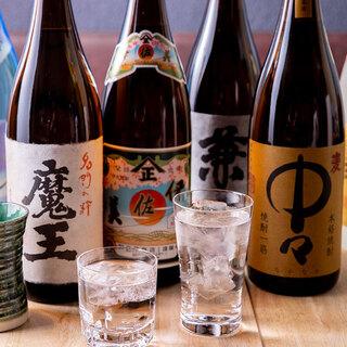 焼酎や日本酒など充実のラインナップ。お好みの一杯で乾杯を