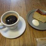 152456551 - 「アメリカーノ」と「自家製チーズケーキ」