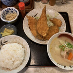 152458961 - サクラマスフライ定食を豚汁(小)に変更