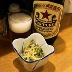 豊田屋 - 2012.10 お通し(200円)、赤星大瓶(450円)
