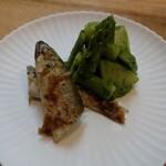 季節料理 あまね - 新ジャガとアスパラの蓬和えと稚鮎煮