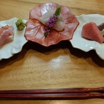 季節料理 あまね - 左から金目鯛・真子鰈(縁側付き)・生の本鮪・鰹