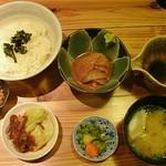 旬鮮 なが田 - 「胡麻ズケ丼」には小鉢も付いてなかなかお得感あります