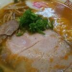 152480248 - 食べる前に、スープの表面をよく観察します。味のイメージを膨らませてから、実際にすすって答え合わせをすると楽しい
