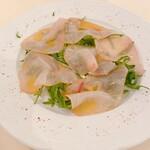 152483777 - 本日の鮮魚のカルパッチョ1980円(税込) 本日の鮮魚はメカジキの燻製