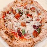 152483779 - グラディウス(メカジキ燻製・ドライトマト・ブラウンマッシュルーム・ニンニク・グラナパダーノ=伊のチーズ・ケイパー・黒オリーブ・トマトソース) 2420円(税込)
