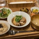 実身美 - 実身美の日替わり健康ごはん・ご飯大盛(1100円)