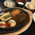 三松会館 - 鉄板ハンバーグ定食