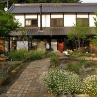 カフェ ハナナ - 緑の中にたたずむ民家を改築しました。