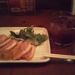 エル・オーチョ - 自家製サングリアと鴨。オリジナルのフルーツソース