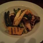 エル・オーチョ - 旬野菜のグリル。時間かけて炙ってくれます。
