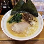 ラーメン横浜家 - 醤油豚骨ラーメン。