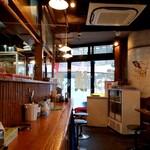 ラーメン横浜家 - 店内光景。
