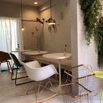 シモキタシマイ - 雰囲気のよいカフェスペース
