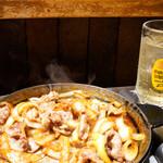 司バラ焼き大衆食堂 - 濃い目の味でハイボールに合います。