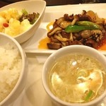 青冥 - 今日のランチミーティングは青冥で「Aセット♪」 これに前菜とサラダとドリンクが付いて880円(^O^)/ やっぱり青冥は美味〜☆*:.。. o(≧▽≦)o .。.:*☆