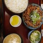 乙妻 - 料理写真:もつ焼き定食 ご飯小