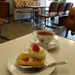 コールドンブルー - ケーキセット(ショートケーキ&紅茶)610円