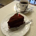 コールドンブルー - ケーキセット(ガナッシュ&コーヒー)610円