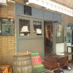 ピッツェリア テルツォ オケイ - オープンカフェみたいな明るい雰囲気