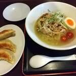 麺王 - 豚肉の冷しゃぶ麺と半餃子