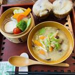 一心茶房 - 本日のスープと蒸し野菜&蒸しパン2個