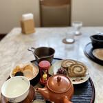 茶フェ ちゃきち - 煎茶も頂きました♪ この「おかき」が甘ったれたバカ舌に ビンタを入れてくれるので、ひじょうに良いのです。