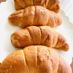 Mont-Thabor - サフジュ(塩パン) 見た目控え目…ところが凄い美味いパン! 温めて食べると表面サクッ、中身はしっとりソフトな食感、程よい塩加減、そしてジュワっとバターの旨みが染み出し口いっぱい広がります♪