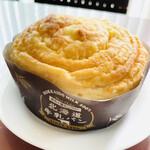 Mont-Thabor - 人気の北海道牛乳パン 優しいミルクの甘さと香り! ふわっふわっで表面が少しサクッとした食感!これもなかなか美味しい、好みの菓子パンです!