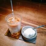 カフェ マメヒコ - アイスカフェオレ バニラアイス