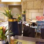 ディヤ - テラスはカフェ的な雰囲気