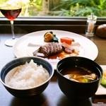 15256165 - 熟成飛騨牛ステーキ、土鍋炊きご飯、みそ汁、自家製漬物