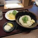 香川 一福 - レモンと大根おろしが付く、香川では更にわかめも入れ放題なんだけど