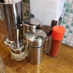 拉麺アイオイ - 料理写真:卓上備品の様子。