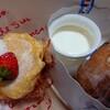 Galle de watanabe - 料理写真:シュークリーム(200円税込)、メープルプリン(380円税込)、苺のクレープ包み(420円税込)