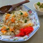 みそ膳 鬼べえ - 料理写真:先に登場した「ミニチャーハン」です。可愛いお皿だし、写真うつりは良いのですが…、いやーこれには参りました。(笑) 後ほどコメントさせていただきますので、そちらをご覧ください。
