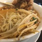 永吉 - お肉をどかすと下にはモヤシ 基本、担々麺にモヤシは苦手なのだけど 永吉さんの担々麺は何故か合う
