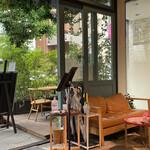 Cafe & Dining ICHI no SAKA - 内観 出入り口近くのソファー席