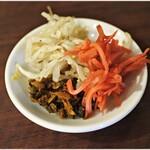 福ヤ - 無料のもやし、高菜、紅生姜