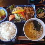 喜十一 うどん房 - 生姜焼きセット 945円