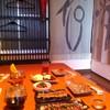 杉屋餃子 - 内観写真:二階座敷とコース料理。最大25名規模の宴会にも対応