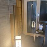 Akasakasushiaoi - 階段を上がったところの入り口