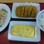 はなみずき食堂 - もやしと肉の塩炒め、トンカツ、紅生姜の卵焼きです