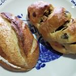 モロー - ライ麦クリームチーズ(左)とくるみレーズン(右)