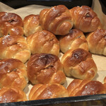 トリュフベーカリー - ラムレーズンバターの塩パン
