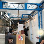 152654027 - 店内は工場を改造したかの様な天井高っ!