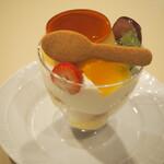 ル・グラン・シャリオ - 料理写真:プリン アラモード(465円)
