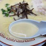 152666865 - スープはサラサラとしていますがコクがある濃厚タイプですლ(´ڡ`ლ)