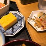 魚忠 - 玉子焼きとお漬物