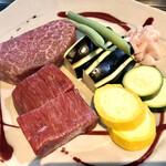 一期一会 - 料理写真:本日のお肉と野菜。肉はランプとザブトン。焼き野菜は地元上里町から仕入れたこだわりのお野菜です。